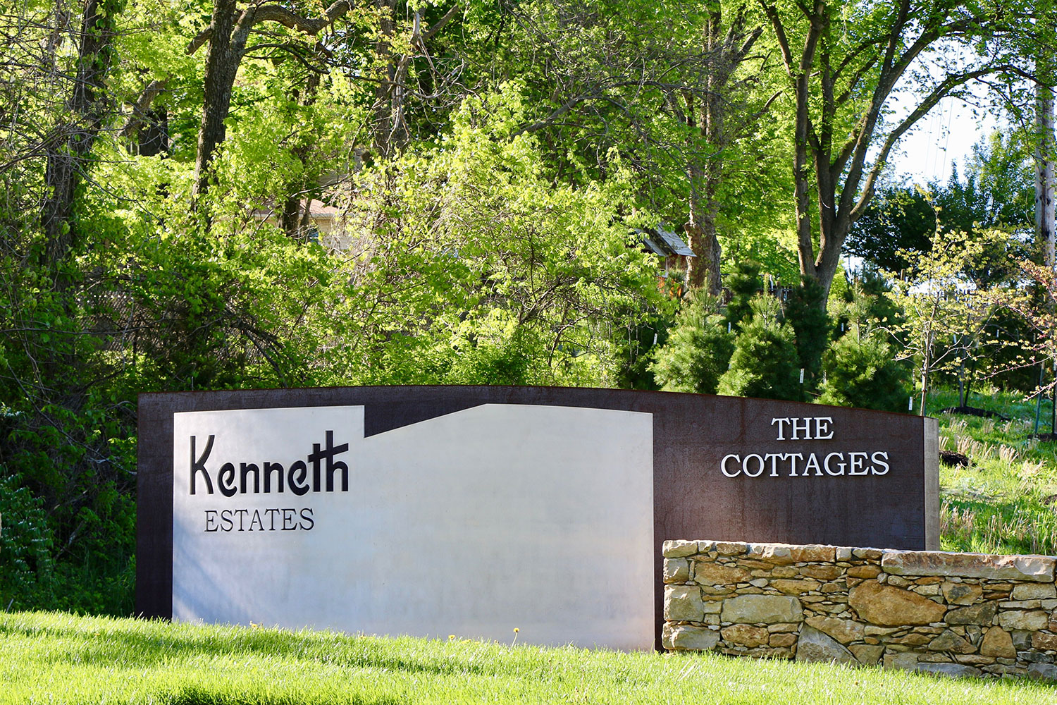 Kenneth-Estates-thecottages-entry-monument
